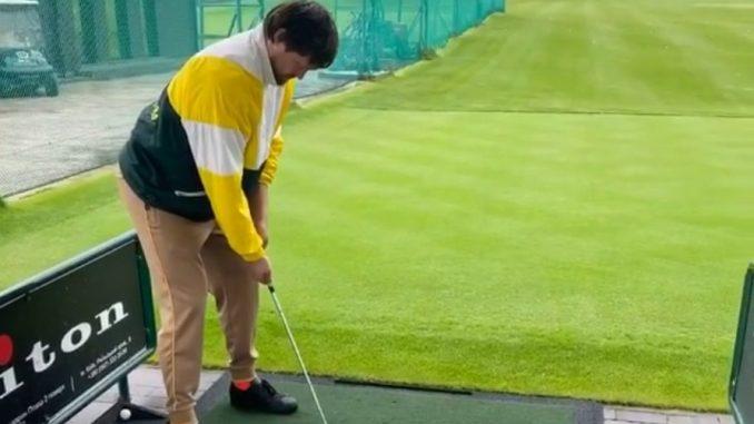 Усик начал играть в гольф
