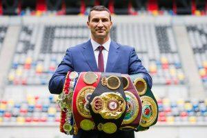 Владимиру Кличко отдали чемпионские пояса