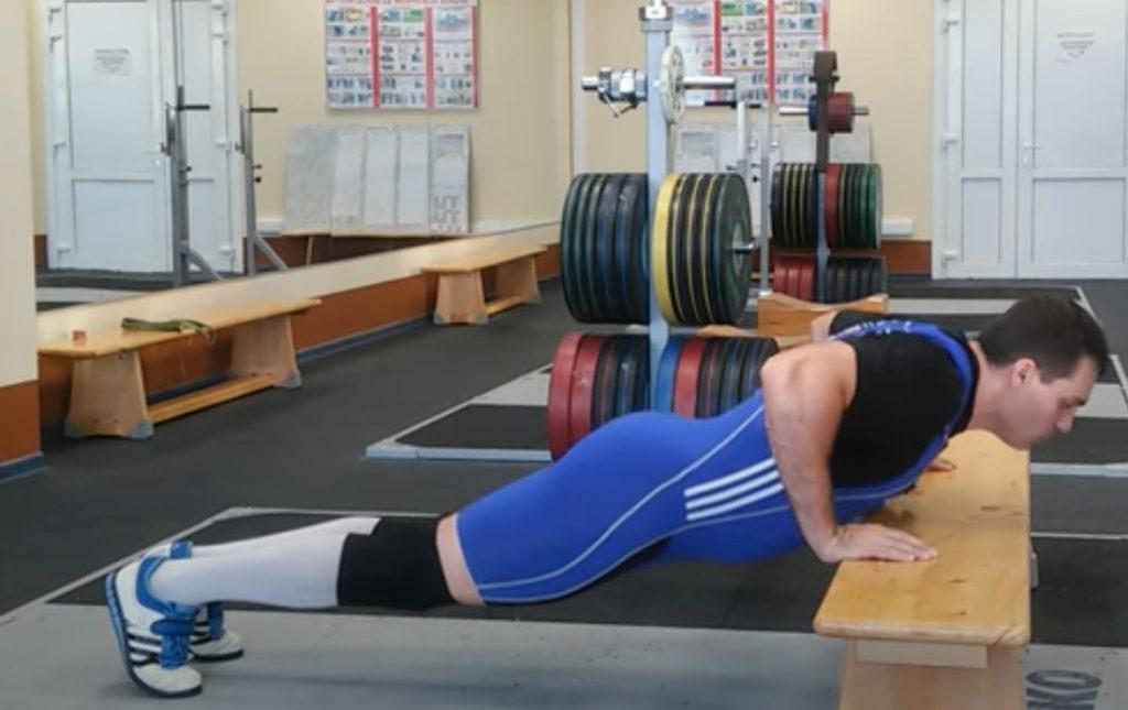 Техника отжимания от пола на скамейке